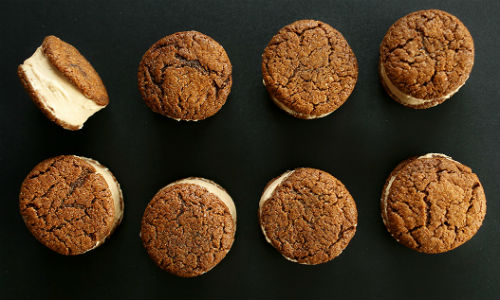 Vegan-Chai-Ice-Cream-Sandwiches-with-GF-V-Ginger-Cookies